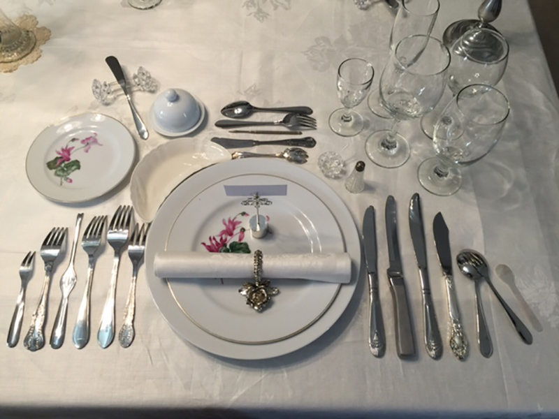OK - I think I\u0027ve got to the bottom of it. See here. Twelve place Parisian style place setting & Placing of cutlery | CookingBites Cooking Forum