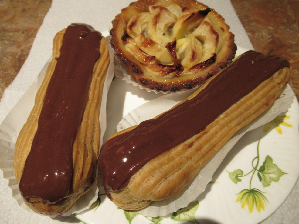 2 Eclairs & an apple tarte 31102018.JPG