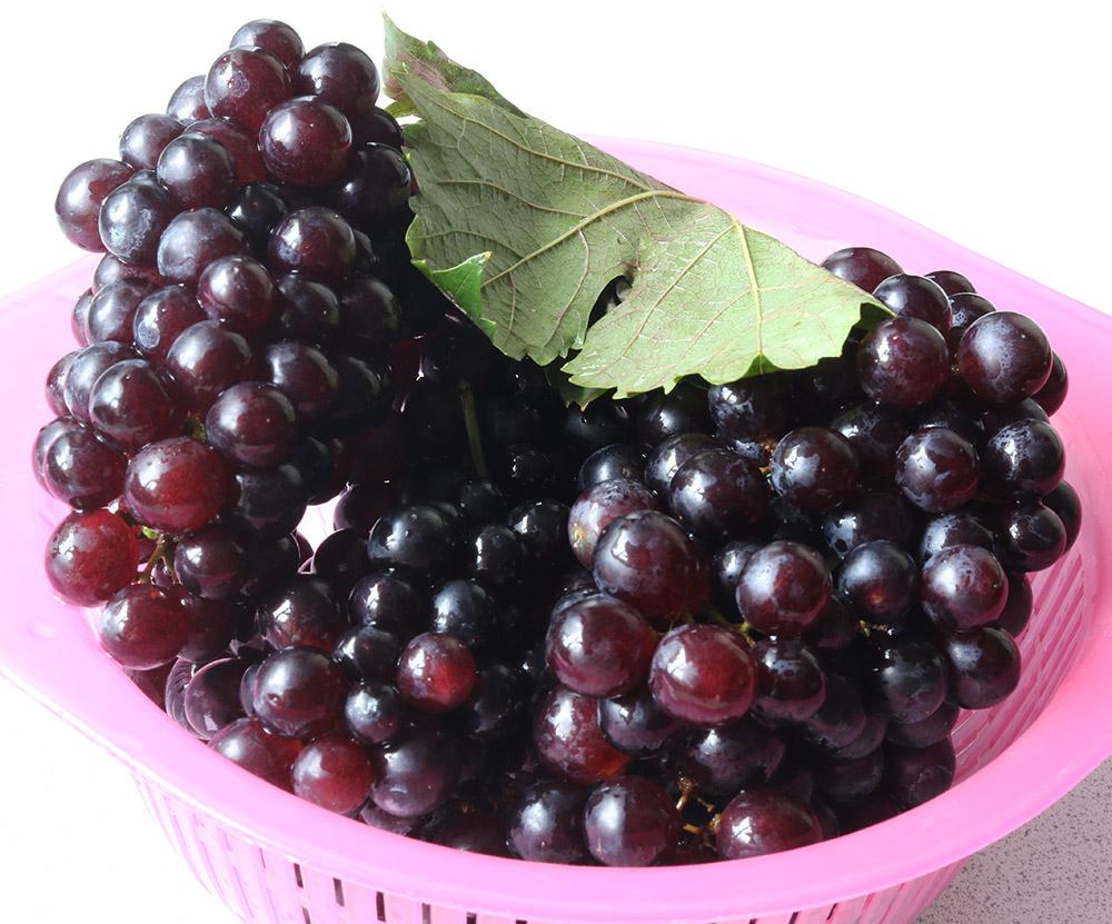 Fish egg grapes s.jpg