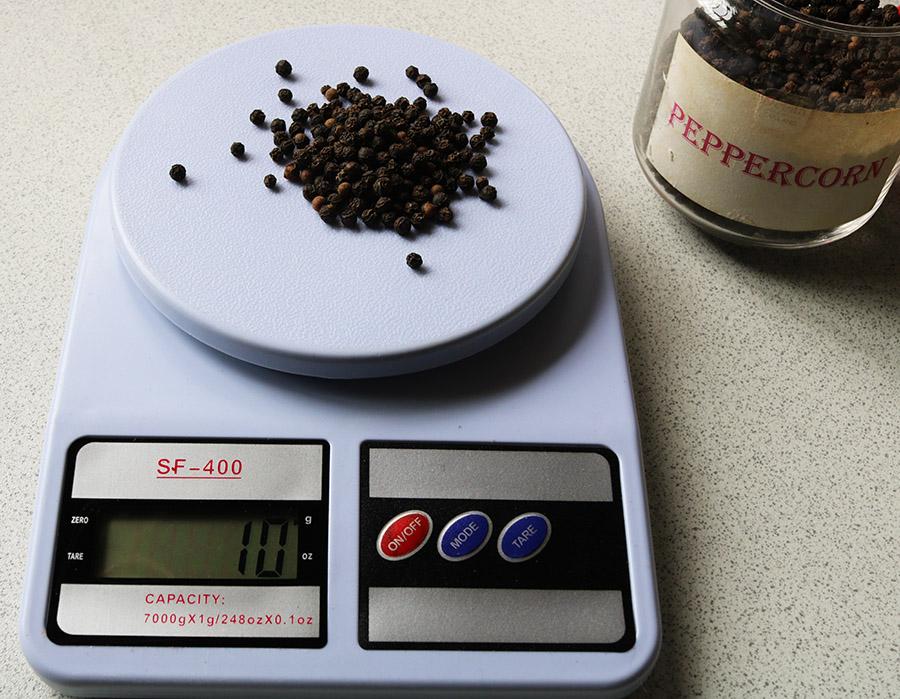 kitchen scales pepper 2 s.jpg
