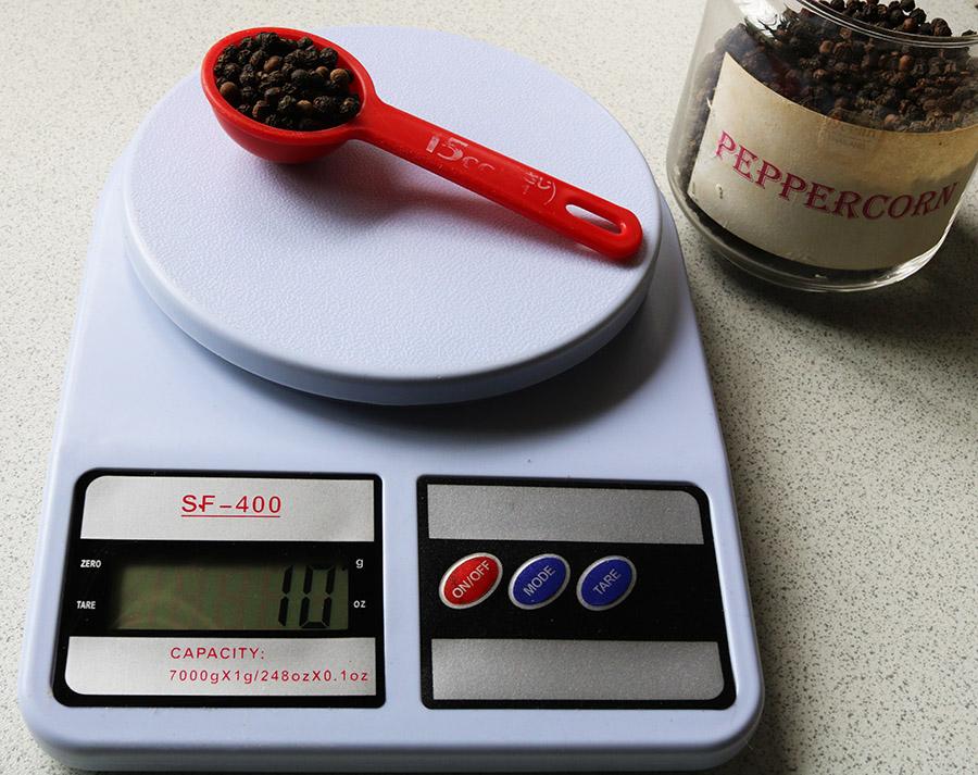 kitchen scales pepper s.jpg