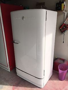Old single-door fridge..jpg