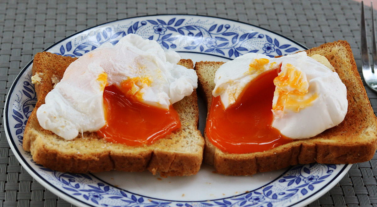 poached egg on toast 2 s.jpg