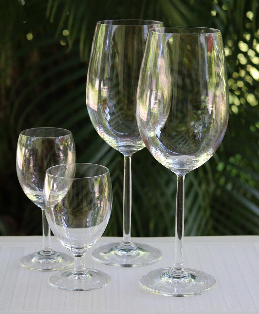 Wine glasses 2 s.jpg
