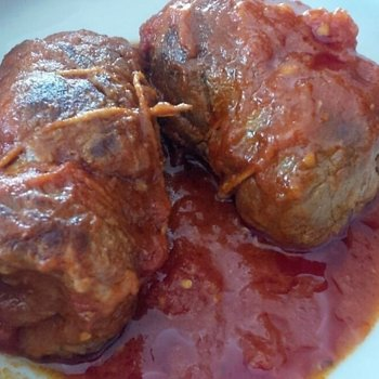 Braised beef rolls in tomato sauce