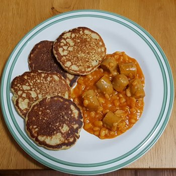 Beans and (vegan) sausage with blini
