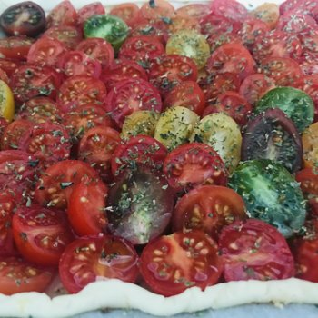 Cherry tomatoes tart - before baking.jpeg
