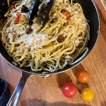 Linguine Pesto With Tomatoes And Olives