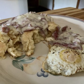 Biscuits And Gravy With Fried Egg